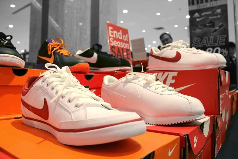 Promotion Isetan Sneakers Grand Sale 50  80 P03