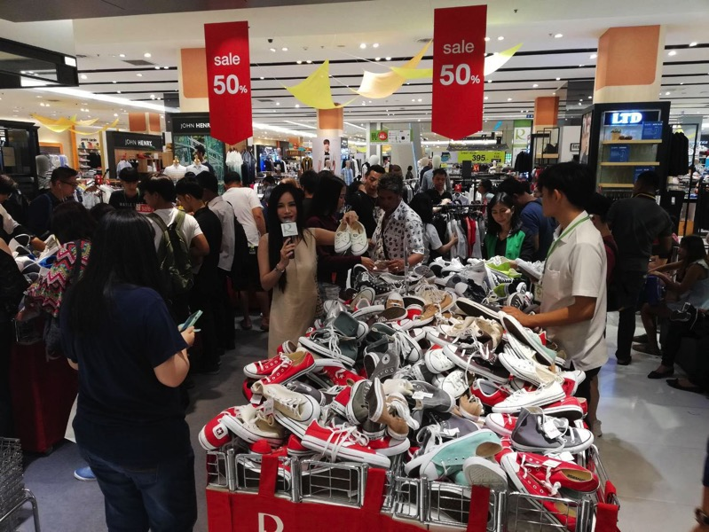 Promotion converse grand sale up to 50 off at central rama 9 P05