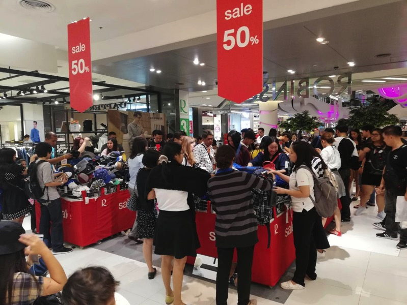 Promotion converse grand sale up to 50 off at central rama 9 P06